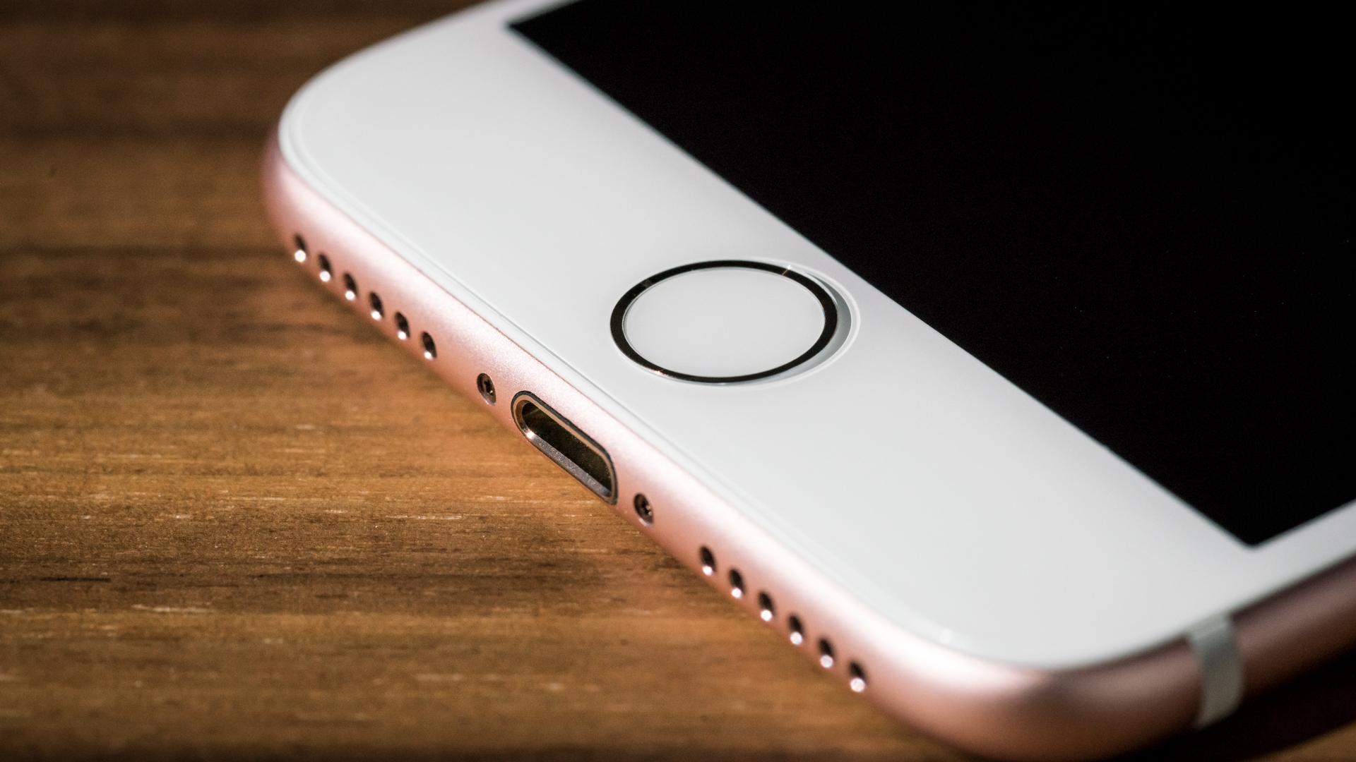 iphone7_review_adam_3_home-100683668-orig