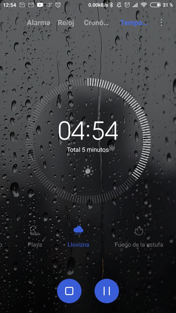Una de las apps rediseñadas, el reloj.