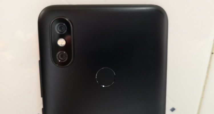 Xiaomi-Mi-A2-Review-Back-Standing-Camera