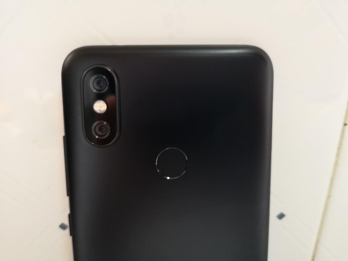 Xiaomi-Mi-A2-Review-Back-Standing-Camera